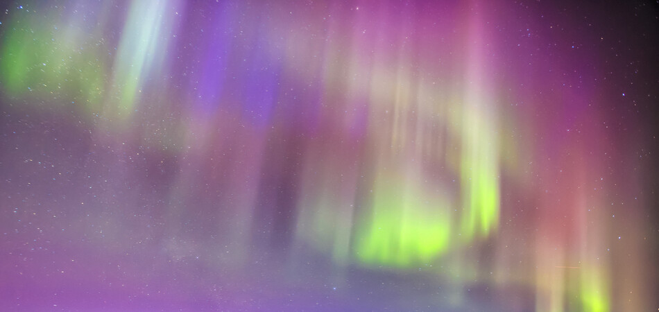950x450 ORSH_Northern lights over plane wreck on t