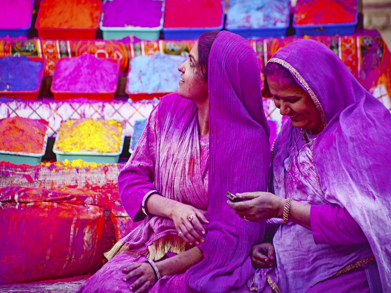 ORSH_JAIPUR, INDIA - MARCH 17Lady in violet, covered in paint on Holi festival_800x600