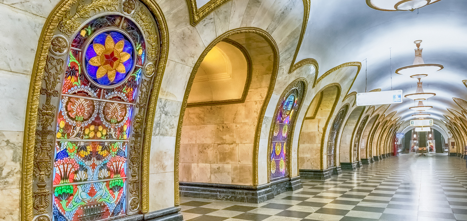 ORSH_MOSCOW - AUGUST 22, 2016 Novoslobodskaya subway station in Moscow, Russia. The station is on the Koltsevaya Line of the Moscow Metro and opened in 1952_950x450
