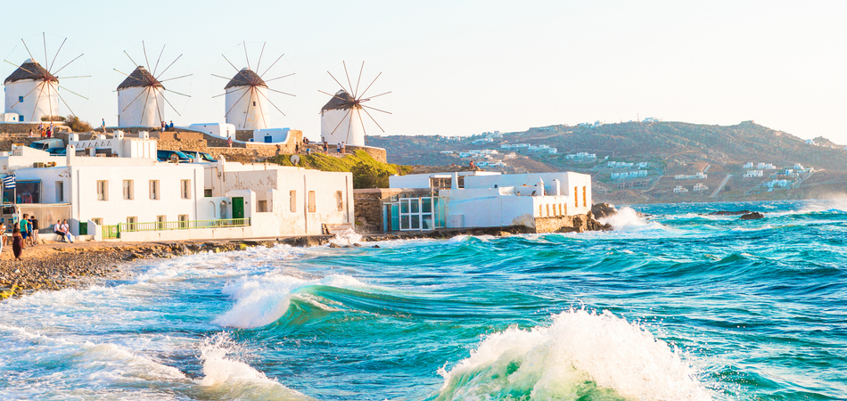 ORSH_Famous view of traditional greek windmills on Mykonos island at sunrise, Cyclades, Greece_800x600