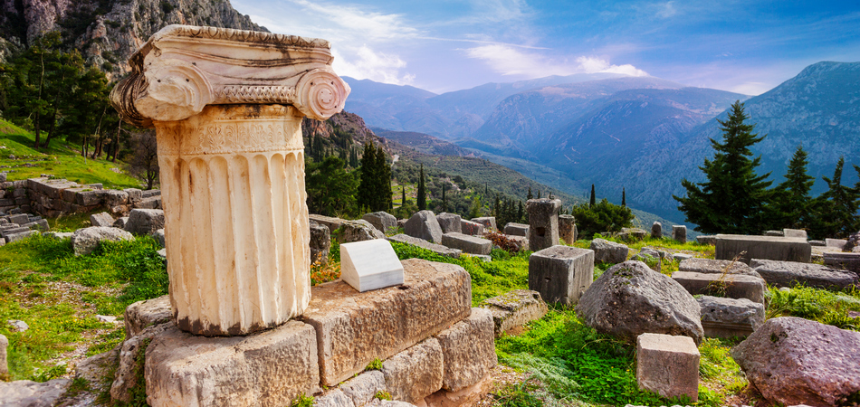 ORSH_The ancient Greek column in Delphi, Greece_800x600