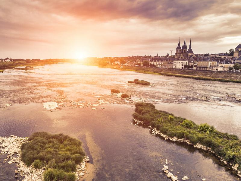 ORSH_Blois - Sunset on Loire river - France - Loire Valley - Franc_800x600