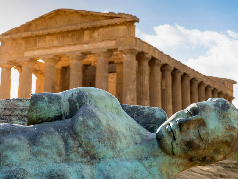 ORSH_The Temple of Concordia is a Greek temple of the ancient city of Akragas, located in the Valley of the Temples of Agrigento in Sicily_800x600