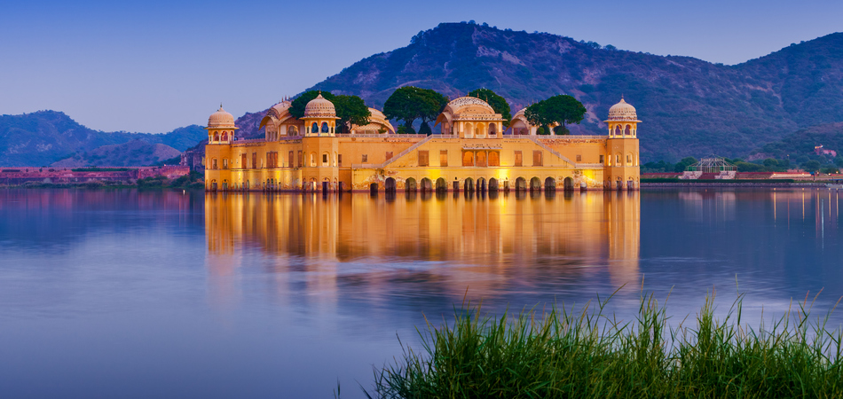 ORSH_The palace Jal Mahal at night. Jal Mahal (Water Palace) was built during the 18th century in the middle of Man Sager Lake. Jaipur, Rajasthan, India, Asia -_950x450
