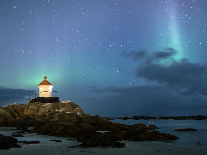 ORSH_aurora borealis over the lofoten islands, norway_800x600