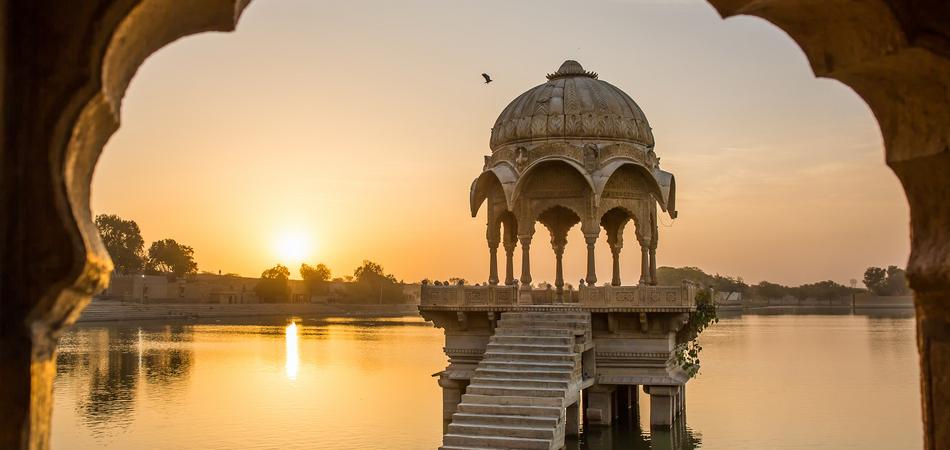 ORSH_Gadi Sagar - artificial lake view through arch. Jaisalmer, Rajasthan, India_950x450