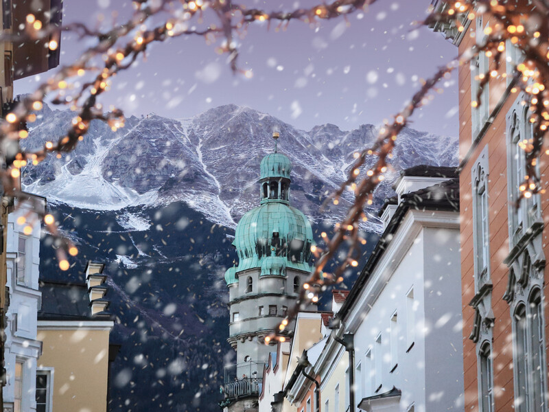 800x600 ORSH_Roofs of Innsbruck with mountains on a background and Christmas lights on a foreground at winter snowy evening