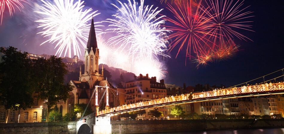 950x450 ORSH_Fireworks light up Lyon sky over the