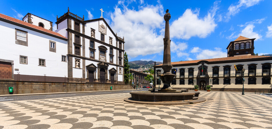 950x450 ORSH_Main square of Funchal historic old t