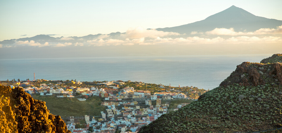 950x450 San Sebastian city with Tenerife island on the background in the morning